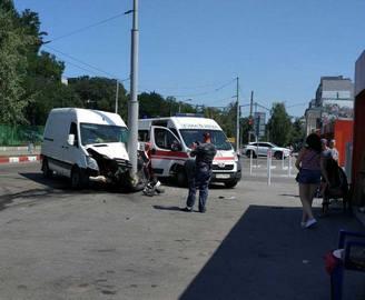 ДТП в Харькове: в столб на «Спринтере»