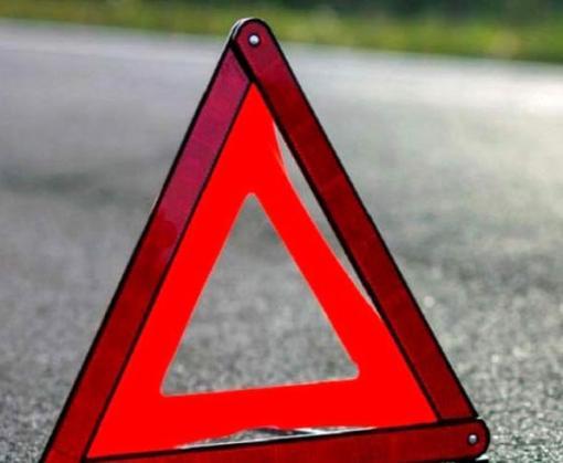 В Харьковской области машина врезалась в дерево, водитель погиб