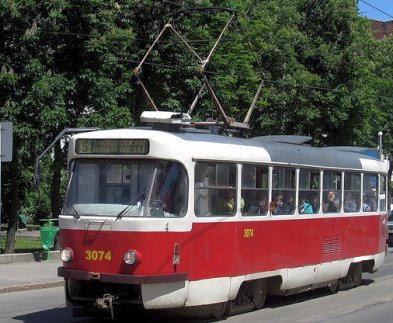 Два харьковских трамвая два дня будут ездить кругами