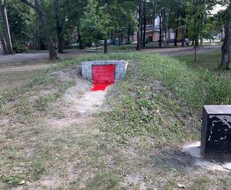 В Харькове вандалы опять повредили памятник УПА