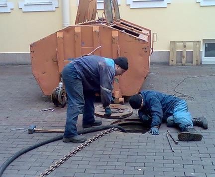 Сотрудники водоканала едва не погибли в канализационном коллекторе на Харьковщине