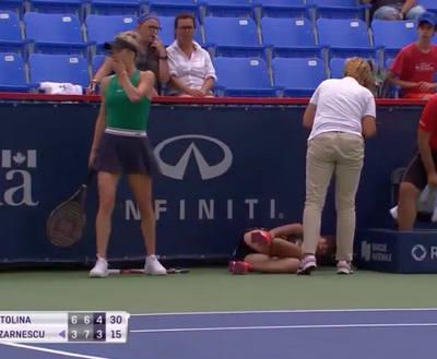 Харьковская теннисиска прошла в третий круг: соперницу увезли на коляске