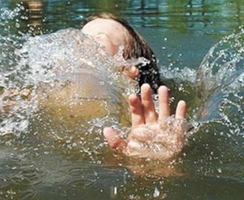 На Харьковщине мать утопила дочь и пыталась покончить с собой