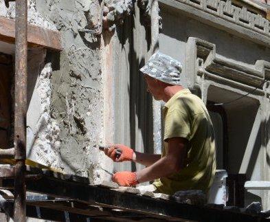 В Харькове продолжаются ремонты фасадов