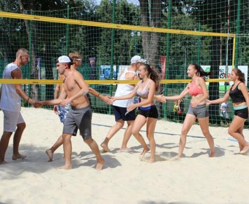 В парке Горького прошел аматорский турнир по пляжному волейболу