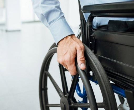 Инвалидов на колясках приравняли к участникам дорожного движения
