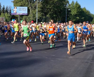 Украинские спортсмены пробежали марафон в честь освобождения Харькова
