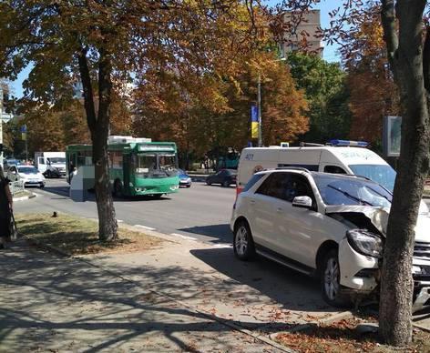 ДТП в Харькове: троллейбус и три автомобиля