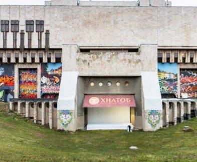 Оперный театр: в Харькове «разграффят» тыл очага культуры