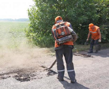 На девяти местных дорогах Харьковской области ведутся ремонтные работы