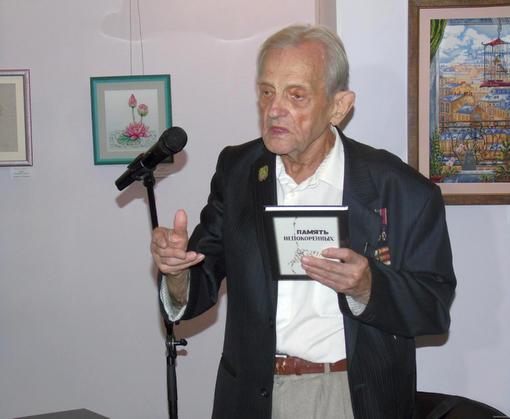 В Харькове презентовали книгу бывшего узника нацистских концлагерей