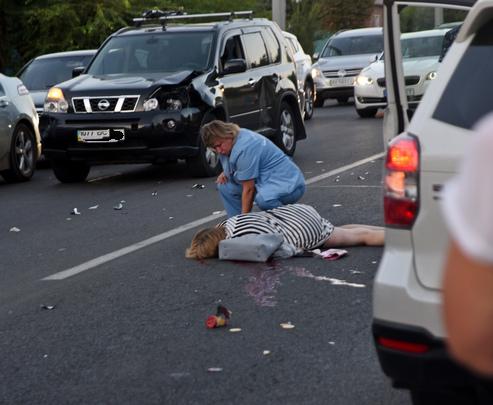 Смертельное ДТП в Харькове: Nissan сбил женщину с ребенком (фото 18+)