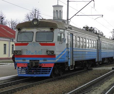 Электричка насмерть сбила мужчину под Харьковом