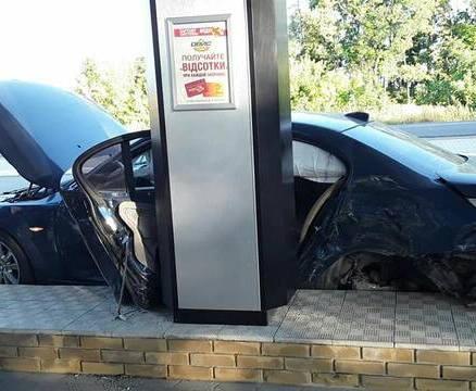 Погоня в Харькове: BMW влетел в заправку