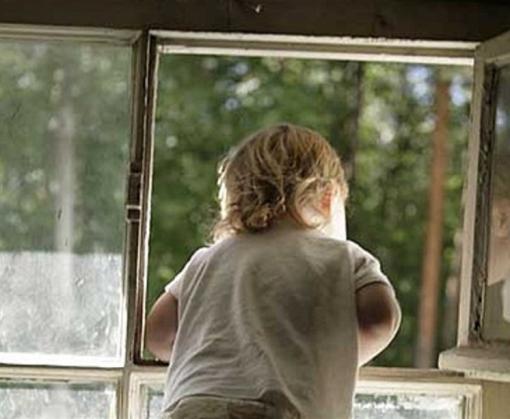 В Харькове четырехлетний мальчик выпал из окна многоэтажки