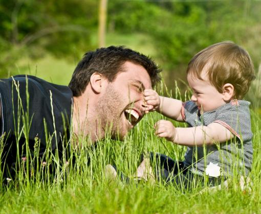 Отцам разрешат работать неполный день для ухода за ребенком