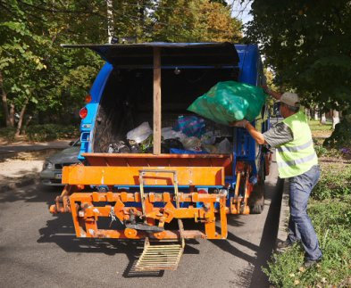За вывоз мусора харьковским «частникам» придется платить еще бельше: решение исполкома