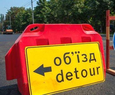 На дорогах Харьковской области продолжаются ремонтные работы