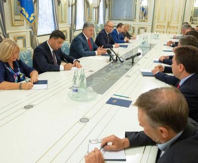Президент анонсировал внесение изменений в Конституцию Украины