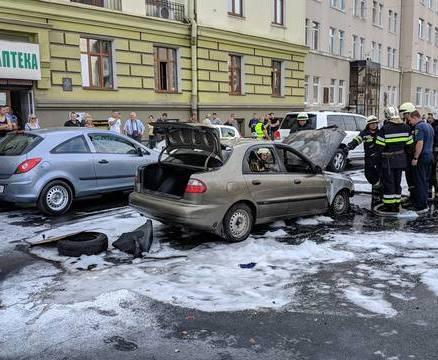 На Пушкинской на ходу загорелся автомобиль