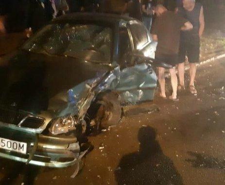 Тройное ДТП в Харькове: водитель доставлен в неотложку