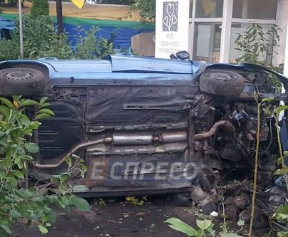 Водитель сбил насмерть женщину и уснул в кустах
