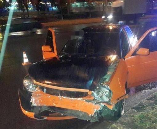 ДТП в Харькове: Oktavia попала в аварию, водитель – в больницу