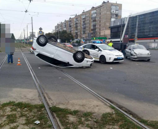 ДТП в Харькове: машина оказалась на крыше