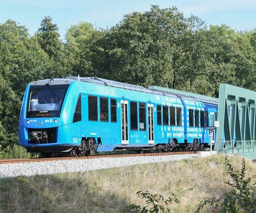 В Германии начал курсировать первый в мире водородный поезд: видео-факт