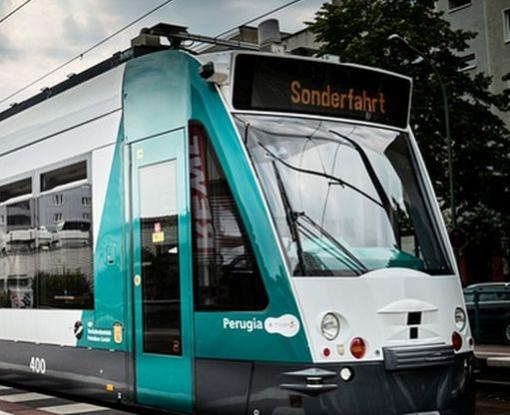 В Германии начались испытания очень необычного трамвая: видео-факт