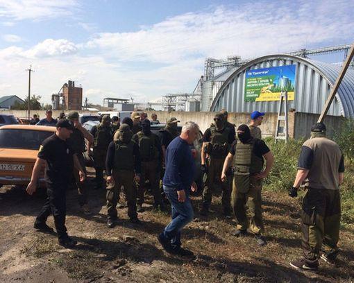 Рейдеры под Харьковом не смогли отобрать у фермера его агропредприятие