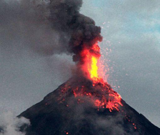 В Азербайджане началось извержение грязевого вулкана: видео-факт