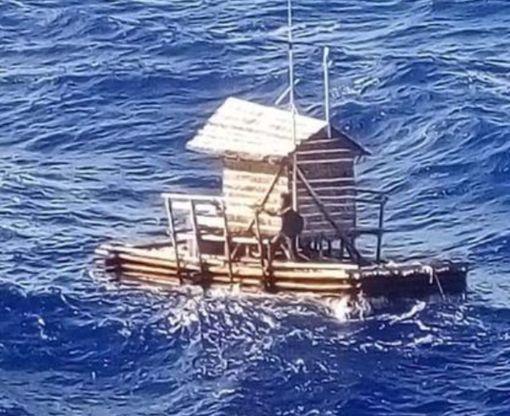 Подросток выжил после 49 дней скитаний на плоту в океане: видео-факт