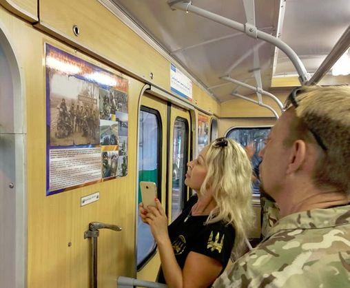 В харьковском метро курсирует новый вагон-музей