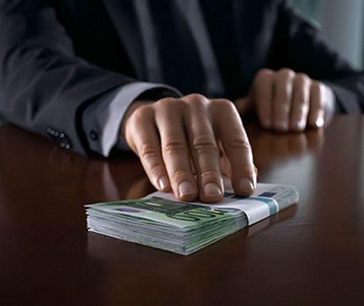 Украинцы признались, где у них чаще всего требуют взятки