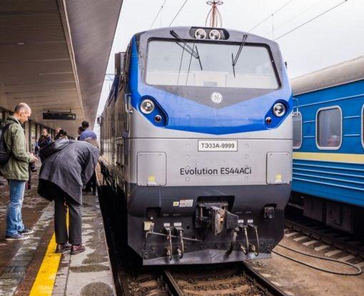 """В Украину прибыла большая партия локомотивов General Electric """"Тризуб"""""""