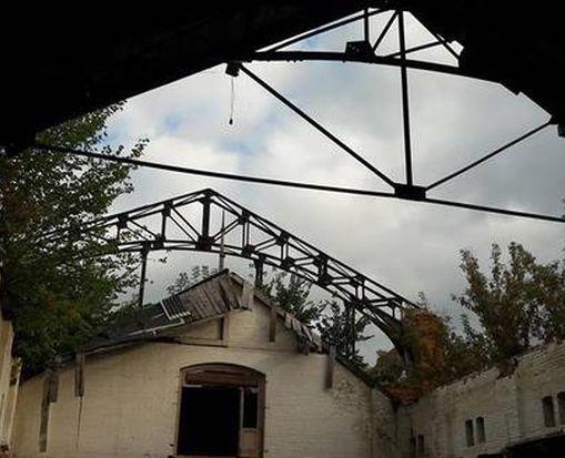 Вандалы под Харьковом разрушают старинную усадьбу: фото-факт