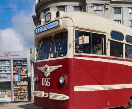 По Харькову начал ездить необычный трамвай: фото-факт