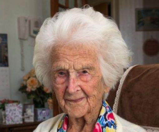 112-летняя британка раскрыла секрет своего долголетия: фото-факт