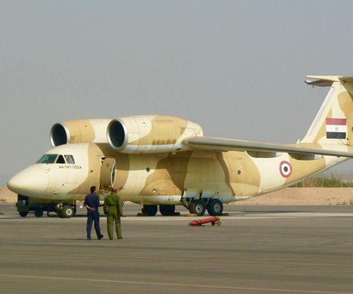 На авиазаводе в Харькове ремонтируют военный самолет из Египта