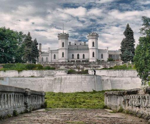 Под Харьковом начата реконструкция Шаровского замка: фото-факт