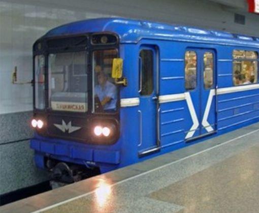 Харьковчанин бросился под поезд метро