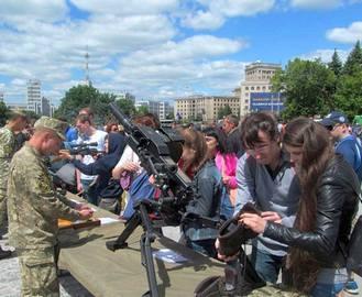 На площади Свободы будут вербовать в армию