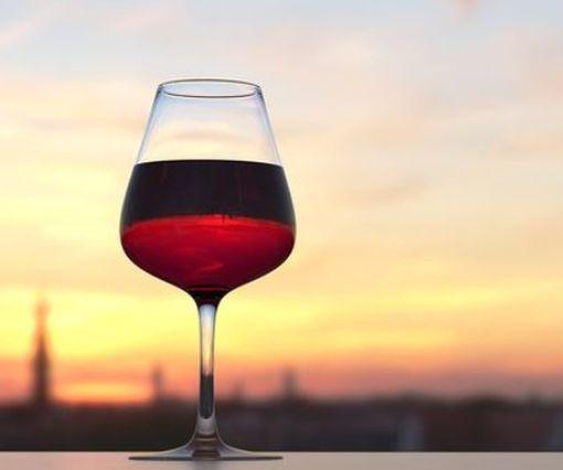 В Нью-Йорке побили мировой рекорд стоимости одной бутылки вина и виски: фото-факт