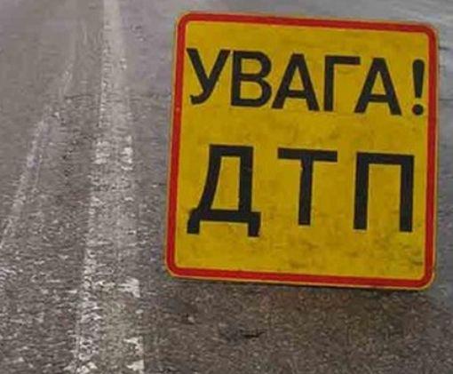 Фура после ДТП перегородила дорогу под Харьковом: фото-факт