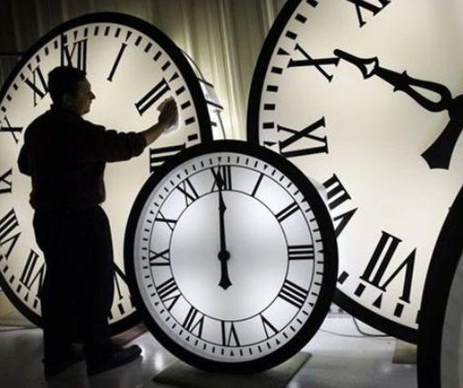 Зимнее время: когда украинцы переведут стрелки часов