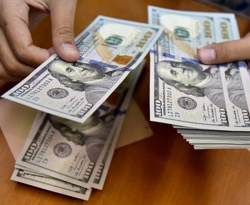 Российский бизнес пытается отказаться от доллара