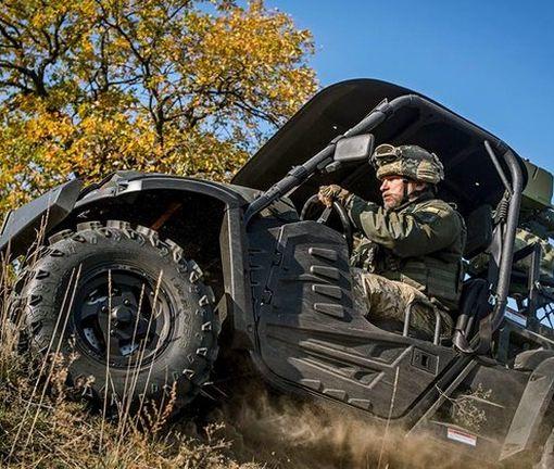 «Не боятся ни грязи, ни песка». Украинская армия получила чудо-джипы: фото-факт