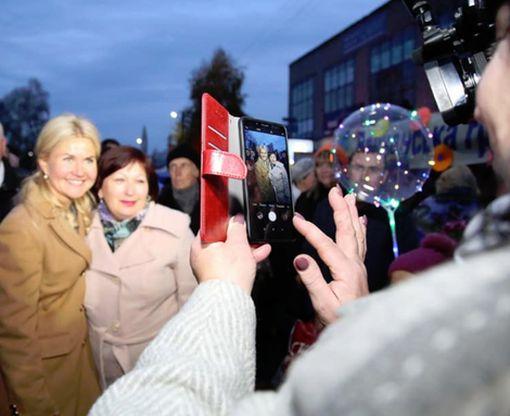 Светличная в ходе рабочей поездки в Волчанский район поздравила его жителей с важной датой