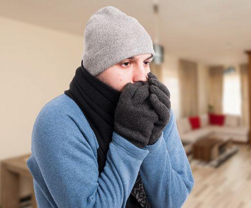 Почему при одинаковой температуре осенью люди мерзнут больше, чем весной